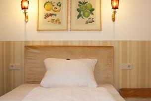 Einzelzimmer-Kaiserhof-Bett-140cm